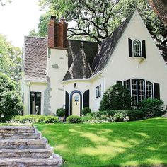 Black and white cottage style house Cozy Cottage, Cottage Homes, White Cottage, Tudor Cottage, English Cottage Exterior, Tudor House Exterior, English Tudor Homes, English Cottage Style, Cottage House Plans