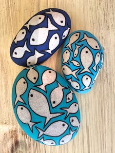 Beautiful & Unique Rock Painting Ideas , Let's Make Your Own Creativity Painted Rock Animals, Painted Rocks Craft, Hand Painted Rocks, Rock Painting Patterns, Rock Painting Ideas Easy, Rock Painting Designs, Pebble Painting, Pebble Art, Stone Painting