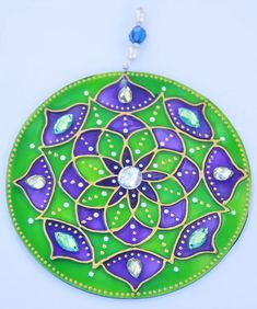 originalyexclusiva | MANDALAS Cd Crafts, Arts And Crafts, Paper Crafts, Dot Art Painting, Fabric Painting, Cd Recycle, Acrylic Rangoli, Recycled Cds, Cd Diy