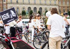 Cyklister utanför slottet #IceRide #Stockholm