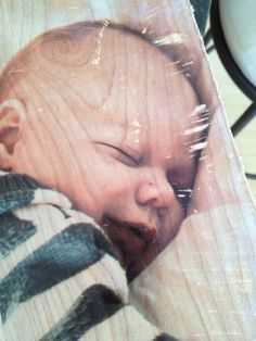 Forget the babies photo, there is a lot cooler things to do with this type of project Oleander Creek: Transfer Pictures to Wood! Picture Onto Wood, Picture Transfer To Wood, Photo On Wood, Wood Crafts, Fun Crafts, Wood Projects, Craft Projects, Craft Ideas, Foto Transfer