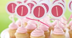 Feeling like a number one! More cupcake ideas here: http://selfpackaging.com/en/37-cupcakes #cupcake #cupcaketoppers #sweets #pink #partytable