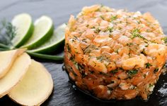Here's a salmon tartare revisited after the colors of Asia! With the return of the sun and heat, forsake stoves for the time of a meal to make this salmon tartare with fresh ginger. An easy recipe ...