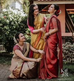 Check out these unique bridesmaid fashion and style ideas and take some inspiration for the upcoming wedding season. Bridesmaid Poses, Bridesmaid Saree, Indian Bridesmaids, Saree Photoshoot, Bridal Photoshoot, Indian Wedding Photography Poses, Photography Ideas, Sister Poses, Saree Poses
