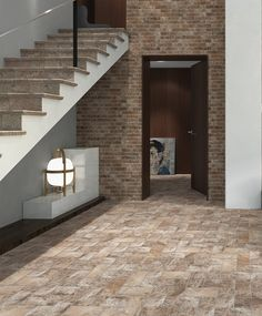 The #Manhattan series has a stony design and features several ceramic tile formats.  La serie #Manhattan tiene un diseño pétreo y cuenta con varios formatos de base.