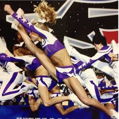 Spirit of Texas Très beaux sauts Cheer Jumps, Cheerleading Jumps, College Cheerleading, Cheer Stunts, Cheer Dance, Cheerleading Uniforms, Cheer Fails, Young Gymnast, All Star Cheer