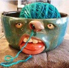 Yarn bowl-makes me want to learn how to knit or crochet! Clay Projects, Clay Crafts, Diy And Crafts, Arts And Crafts, Diy Clay, Ceramic Pottery, Ceramic Art, Keramik Design, Air Dry Clay