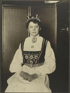 Norwegian woman in native costume, taken on Ellis Island.