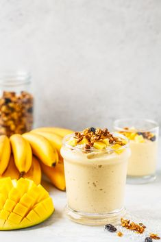 Banana-mango smoothie, a fruity smoothie packed with vitamins. Mango Smoothie Healthy, Mango Smoothies, Mango Banana Smoothie, Mango Smoothie Recipes, Good Smoothies, Strawberry Smoothie, Fruit Recipes, Healthy Drinks, Buffet