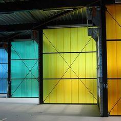 Revestimiento de policarbonato Antares Architecture Details, Interior Architecture, Interior Design, U Glass, Bauhaus, Polycarbonate Panels, Facade Lighting, Environmental Design, Booth Design