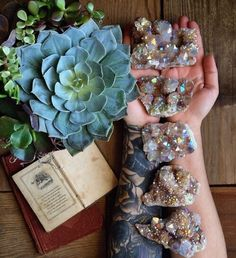 The Aries Witch ♈ Angel aura quartz -crystal healing - meditation -rituals -spell work - Wicca -witchcraft -pagan Crystal Magic, Crystal Grid, Crystal Healing, Quartz Crystal, Crystal Shop, Crystals And Gemstones, Stones And Crystals, Gem Stones, Crystal Aesthetic