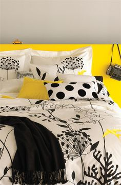 modern prints + a color palette of black and white with pops of yellow. love!