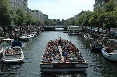 Så gik turen endnu en gang til Christianshavn. Denne gang gik jeg hele turen langs kanalen, fra indløbet tæt ved Langebro, til det andet indløb langt ude, overfor langelinie.. #Christianshavn #Kanal #Christianshavnskanal