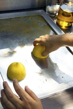 Sitruuna puhdistaa hellästi kodin pinnat. Kuva: Istockphoto.