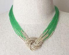Peridot y collar de oro, collar de abalorios de semillas, collares de nudo verde, verde peridot y oro, cuentas de collar, gargantilla, collar multistrand