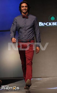 Arjun Rampal walked the ramp for clothing brand Blackberrys in Mumbai. Arjun, who will next be seen in Prakash Jha's Satyagraha, looked neat in blue shirt and maroon pants.