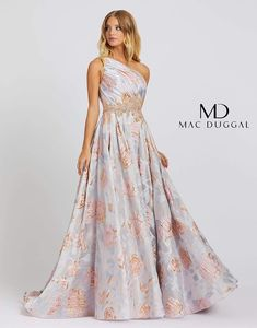 Mac Duggal designer dresses have turned heads for 30 years. Discover why his prom dresses, pageant wear and couture dresses are so desirable Pageant Wear, Pageant Dresses, Bride Dresses, Women's Evening Dresses, Formal Dresses, Club Dresses, Formal Prom, Trendy Dresses, Long Dresses
