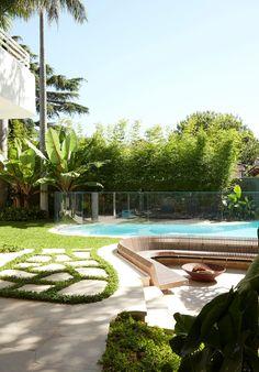 A 1963 House Renovation That Pays Homage to Architect Oscar Niemeyer - Design Milk Mini Clubman, Oscar Niemeyer, Luigi, Oscar House, Oscar Pictures, Outdoor Spaces, Outdoor Living, Concrete Pool, Concrete Forms