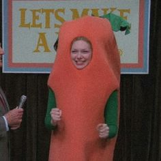 70 Show, That 70s Show, Vegetable Costumes, Donna Pinciotti, Polaroid Wall, Laura Prepon, Cartoon Pics, Orange Is The New Black, Reaction Pictures