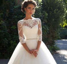 bridal dress wedding in winter wedding dress 15 best outfits The post wedding in winter wedding dress 15 best outfits appeared first on Garden ideas - Wedding Gown Wedding Dress Black, Classic Wedding Dress, Country Wedding Dresses, Princess Wedding Dresses, Bridal Dresses, Bridesmaid Dresses, Wedding Gowns, Lace Wedding, Chic Wedding