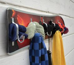 Items similar to storeBoard, a multipurpose upcycled snowboard coat rack, is a great accent for your ski chalet, mountain cabin or condo handmade by upCyD on Etsy Snowboard Bedroom, Ski Decor, Lodge Decor, Condo Decorating, Decorating Ideas, Wall Mounted Coat Rack, Ski Chalet, Wakeboarding, Skiing