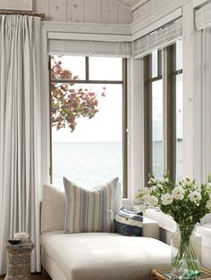 This space in Sarah Richardson's cottage isn't a window seat in the traditional sense - Beleuchtung Sarah Richardson, Cozy Reading Corners, Cozy Corner, Reading Nooks, Book Nooks, Cozy Nook, Coffee Corner, Style At Home, Style Cottage
