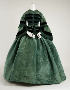 Ensemble (Robe a transformation) Date: 1858 Culture: American Medium: silk Dimensions: (a) Length at CB: 25 in. Vintage Outfits, Vintage Gowns, Vintage Mode, Vintage Diy, 1850s Fashion, Victorian Fashion, Vintage Fashion, Steampunk Fashion, Historical Costume