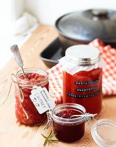 Omena-herukkachutney Organic Living, Mini Foods, Chutney, Chocolate Fondue, Dips, Goodies, Chili, Christmas Foods, Desserts