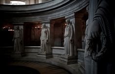 France_Les_Invalides_Paris_1_statues_Napoleon_tomb