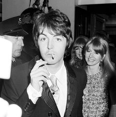 October 1967, Paul, Jane & Pattie arrive at the 'How I won the war premiere'