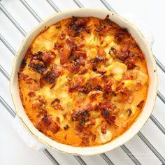 Blomkålslåda med knaprig bacon 6 k i l o . Casserole Recipes, Meat Recipes, Low Carb Recipes, Vegetarian Recipes, Healthy Recipes, Best Keto Meals, Swedish Recipes, Dessert For Dinner, Dose
