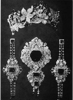 EMPRESS ELISABETH´S (Sisi) IVY PARURE  Tiara of ivy leaves with square-cut emerald berries.Made by Kochert for the Empress Elisabeth in 1878.   The 18th century brooche of Maria Theresa had been divided into 11 pieces in 1800 and in 1811 remade into a parure, consisting of tiara,necklace and corsage.This parure was dismantled by Köchert between 1875 and 1878 to make a new parure consisting of a diadem, corsage, two bracelets, necklace and 2 brooches.