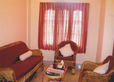 Sitting Room  Ambelipadam Road, Vyttila, Kochi - 682019  Mob: +91 889 1200 120 Tel: +91 484 2307 474 E-mail: royalsuitepalace@gmail.com