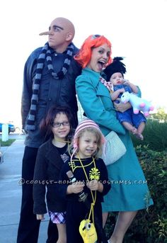 Cool Despicable Us Family Costume  sc 1 st  Pinterest & Despicable Me Family Halloween Costume Idea | Coolest Homemade ...