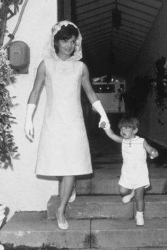 Mode : le style de Jackie Kennedy en photos culte - Jackie Kennedy robe trapèze blanche