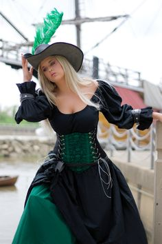 Green and black wench/pirate outfit Renaissance Festival Costumes, Renaissance Pirate, Renaissance Clothing, Steampunk Clothing, Steampunk Fashion, Renaissance Fair, Cool Costumes, Costumes For Women, Costume Ideas