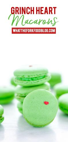 Heart Macarons Grinch Heart Macarons are the perfect Christmas cookie for gifting and sharing! Macarons are naturally gluten free cookies and make a beautiful addition to cookie boxes. Learn how to make French Macarons from - visit for more baking recipes New Year's Desserts, Cute Desserts, Christmas Desserts, Christmas Treats, Dessert Recipes, Christmas Macaron Recipe, Christmas Christmas, Macarons Christmas, Simple Christmas