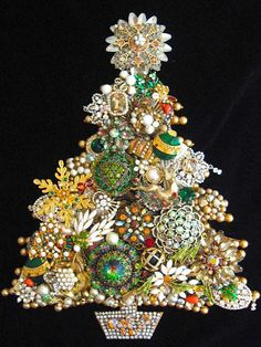 Vintage Jewelry Christmas Tree Christmas Tree Jewelry Art - Home & DIY Christmas Tree Beads, Jeweled Christmas Trees, Christmas Tree Pictures, Christmas Jewelry, Christmas Art, Xmas Trees, Christmas Decorations, Costume Jewelry Crafts, Vintage Jewelry Crafts