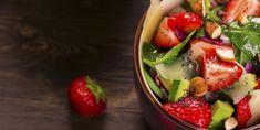 Salade d'épinards, fraises et avocat, un petit vent de fraîcheur - Recettes - Ma Fourchette Vegetarian Recipes, Cooking Recipes, Recipe Boards, Vinaigrette, Fruit Salad, Dairy Free, Gluten Free, Salad Recipes, Potato Salad
