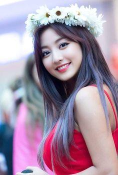 How to Get Rid of Yellow Teeth – 10 Simple tips Nayeon, Kpop Girl Groups, Korean Girl Groups, Kpop Girls, K Pop, Jihyo Twice, Dahyun, Beautiful Asian Women, Asian Woman
