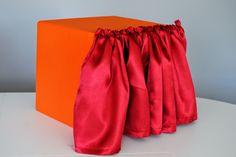 Tajemnicze pudełko idealne do wykorzystania podczas zabaw językowych. Mystery box.