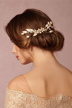 floral headpiece for the bride | Pemberton Comb from @BHLDN