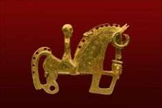 Celtiberian fibula representing a rider. Under the horse's head, there is a cut human head, maybe from a defeated enemy. This kind of fibulae are considered to be an emblem of elite warriors. century or century BC, made of bronze. Viking Jewelry, Ancient Jewelry, Antique Jewelry, Iron Age, Ancient Art, Ancient History, Celtic Culture, Historical Artifacts, Viking Age