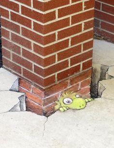 David Zinn - In Wabash, Indiana - 10/15/2014 - Detail http://restreet.altervista.org/le-divertenti-creature-di-david-zinn/