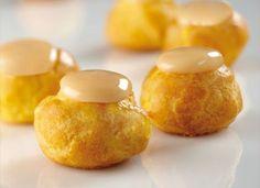 Bignè allo zabaglione Dessert Cake Recipes, Gourmet Desserts, Italian Desserts, Eclairs, Beignets, Biscotti, I Love Food, Bon Appetit, Sweet Recipes