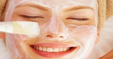 Κάνε το πρόσωπό σου να λάμπει, με την πιο απλή μάσκα ever! Το γιαούρτι θα ενυδατώσει και θα θρέψει την επιδερμίδα του προσώπου σου σε βάθος ενώ η ασπιρίνη