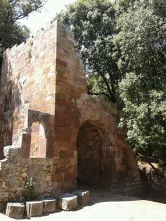 Laconi - provincia di Oristano, Sardegna. Castello medioevale. 39°51′00″N 9°03′00″E