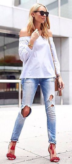 Trendy outfit idea top + ripped jeans + heels