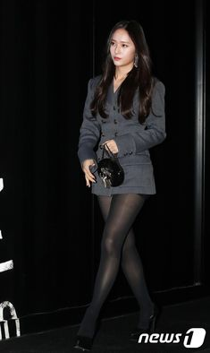 Pantyhose Outfits, Black Pantyhose, Black Tights, Black Stockings Outfit, Japanese School Uniform Girl, Tights And Heels, Krystal Jung, Fashion Tights, Beautiful Asian Women