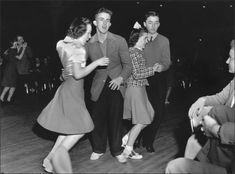 Vintage and images of people swing dancing/lindy hopping. Fashion inspiration for those who wish to dress up for their next swing dance. Lindy Hop, Swing Dancing, Rockabilly, Jazz, Weekend In Nyc, Boogie Woogie, Rosie The Riveter, Shall We Dance, 1940s Fashion